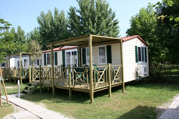 Camping baia verde manerba del garda brescia for Manerba mobili